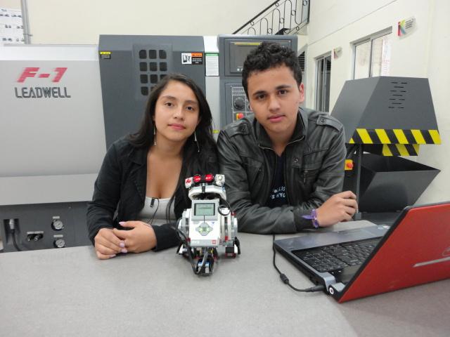 Laura Luís y Camilo Ávila, estudiantes de primer semestre de los programas de Ingeniería de Sistemas y de Matemáticas.