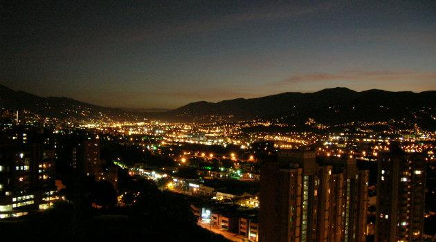 Medellin_de_Noche_Palpitar