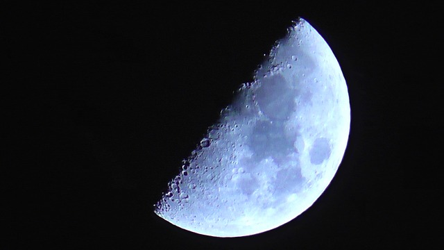 Moon-342798_640