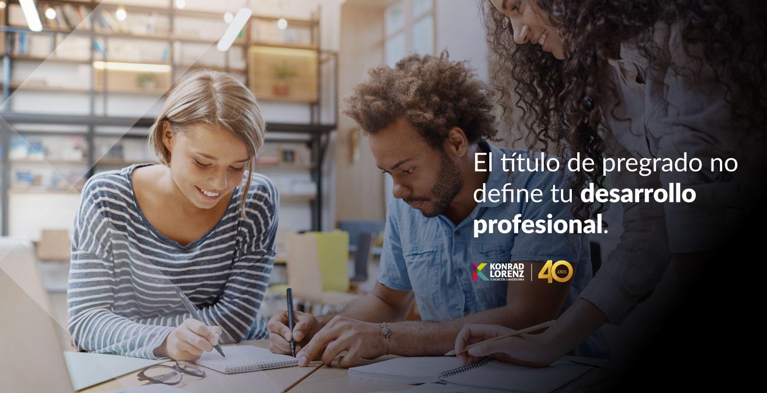 El título de pregrado no define tu desarrollo profesional. Tus capacidades y competencias desarrolladas en este programa sí lo definen.